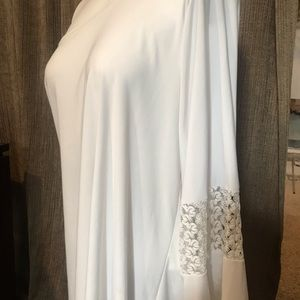 BRITTANY BLACK WHITE BLOUSE W/BELL SLEEVE LACE XL